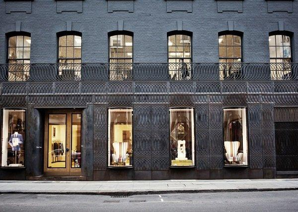 dezeen_Paul-Smith-Albemarle-Street-store-facade-by-6a-Architects_ss_8