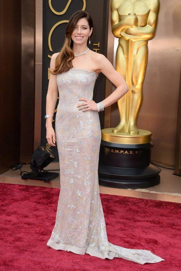 Джессика Бил в платье  Chanel