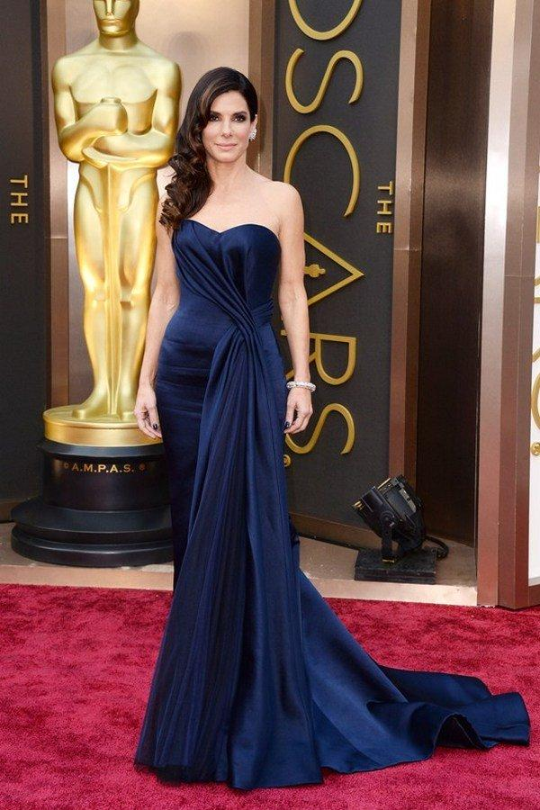 Сандра Буллок в платье Alexander McQueen