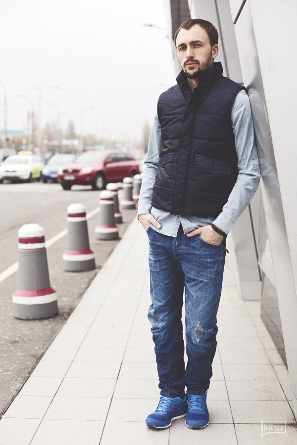 Жилетка G-STAR RAW — 2049 грн., рубашка G-STAR RAW — 1469 грн., джинсы G-STAR RAW — 2819 грн., обувь — собственность героя.