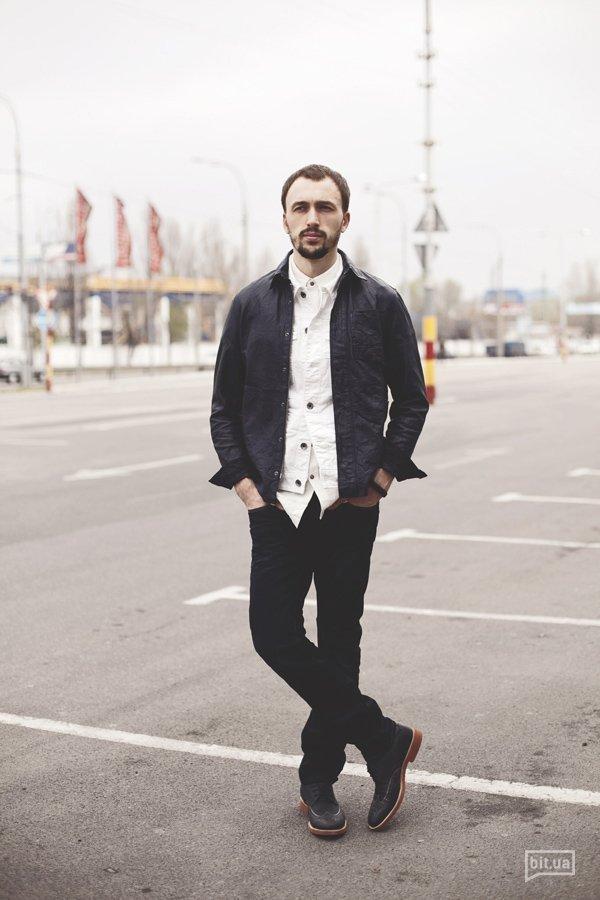 Куртка-пиджак — 6169 грн., жилетка — 2199 грн., рубашка —  1179 грн., джинсы — 1689 грн., туфли — 2579 грн.
