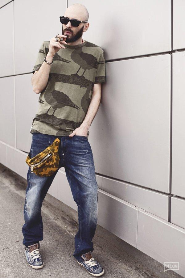 Футболка G-STAR RAW — 589 грн., джинсы  G-STAR RAW — 3519 грн., сумка Mari Mir — цена по запросу, очки — собственность героя.