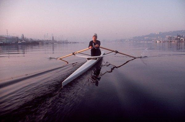 Seattle-Lake-Union-man-rowing-single-scull-0461