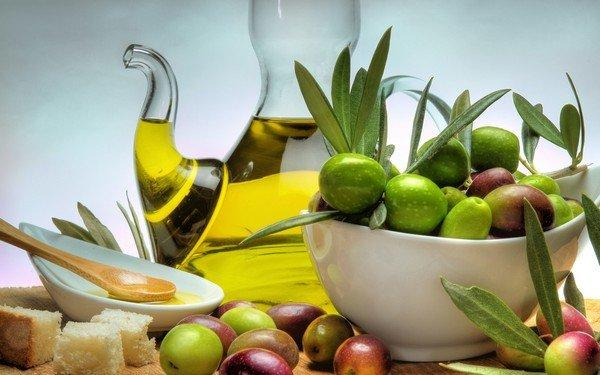 fresh-olives-and-extra-virgin-oil