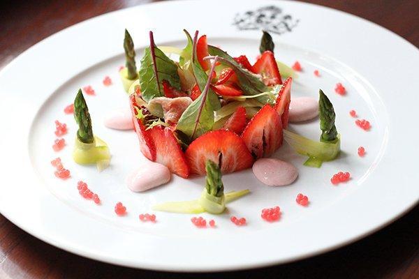 Клубничный-салат