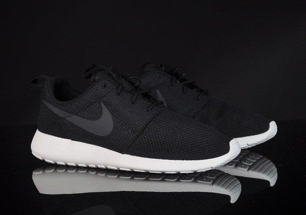 Nike-Rosherun-Schwarz-Grau_1_b2