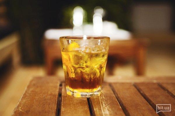 Horse&Rider — виски, персик, ликер, цедра апельсина