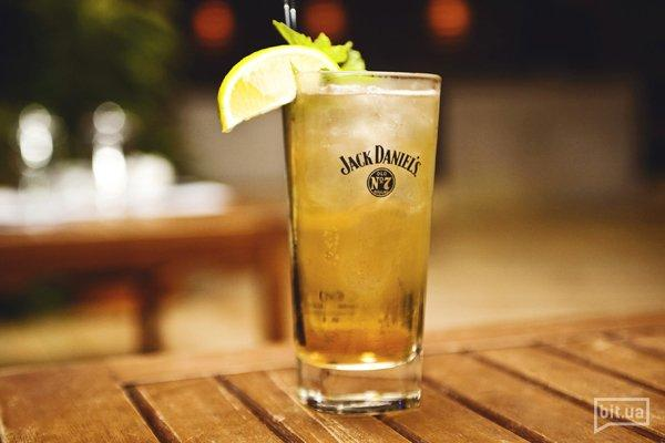 Lynchburg Lemonade – Виски джек дениэл, ликер гран маринье кордон руж, сахар, лайм, спрайт