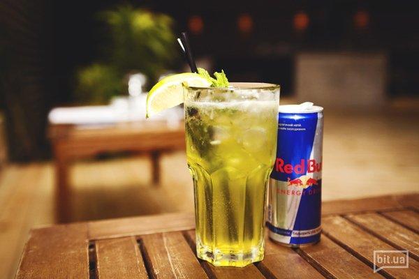 Green Fairy Lemonade — абсент, ром, текилла,  ликер Pisang, Red bull, лайм