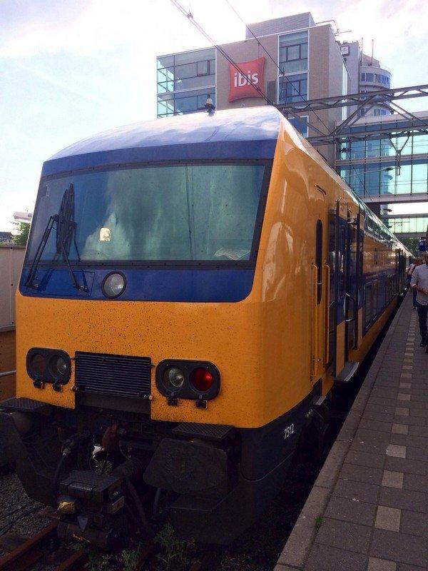 поезд 2