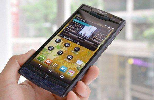 vertu-signature-touch-hands-on