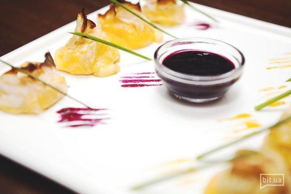 Сыр на гриле с ягодным соусом — 62 грн