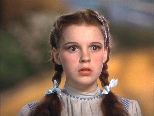Judy-Garland-as-Dorothy-the-wizard-of-oz-6159542-600-450