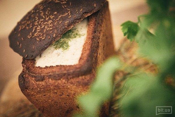 Журек – крем-суп из белых грибов и домашних сливок. Подается в хлебе 300г  65,00 Грн