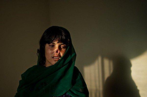 lynsey-addario-afghanistan-women-law-1_76403_990x742