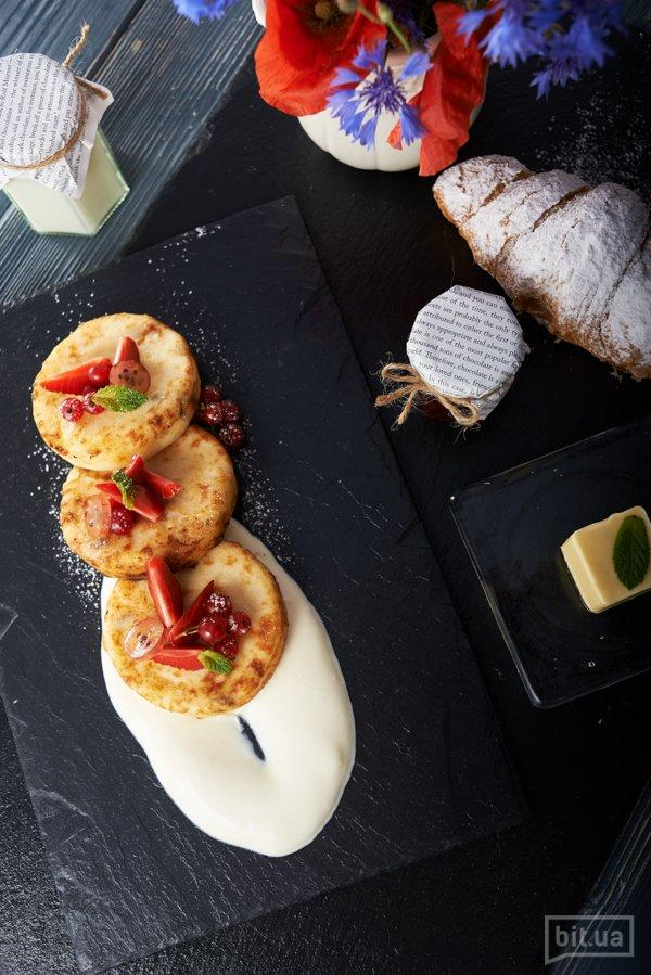 сырники с изюмом и сметаной – 72 грн