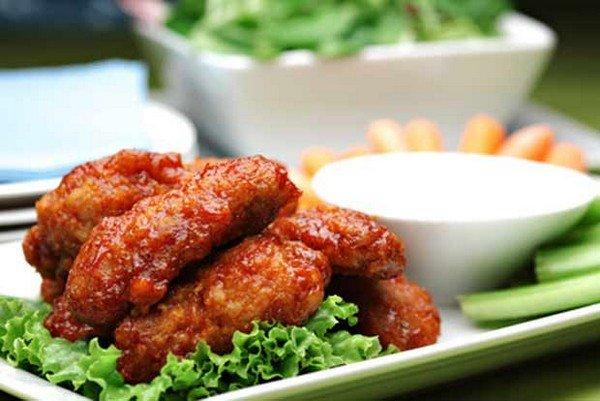 buffalo-hot-wings-dip-and-salad