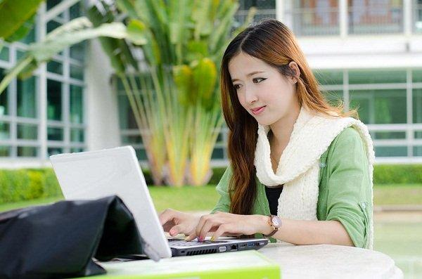 Asian women student with computer laptop