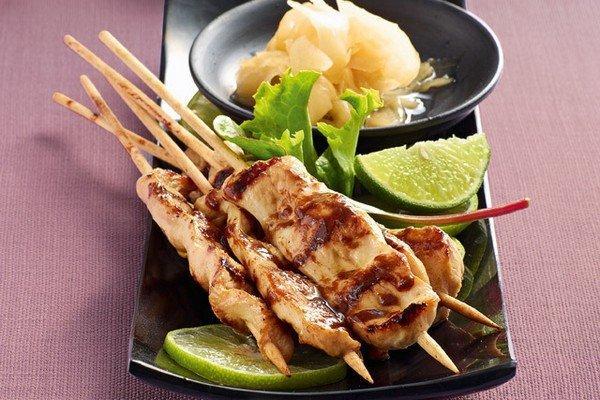 yakitori-haehnchenspiesse-mit-gari-sushi-ingwer