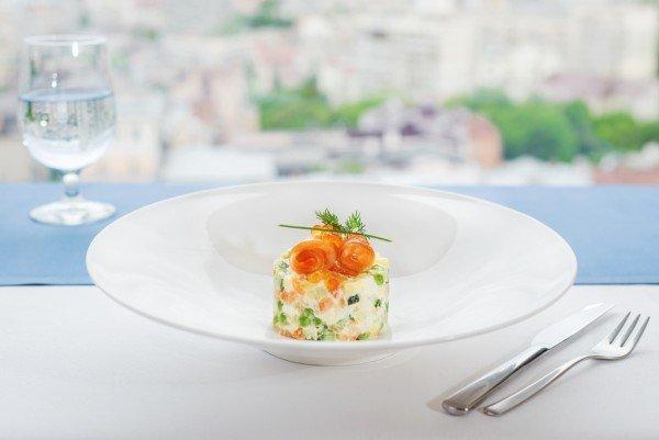 Салат «Оливье» со слабосоленым лососем - 200 гр, 145 грн