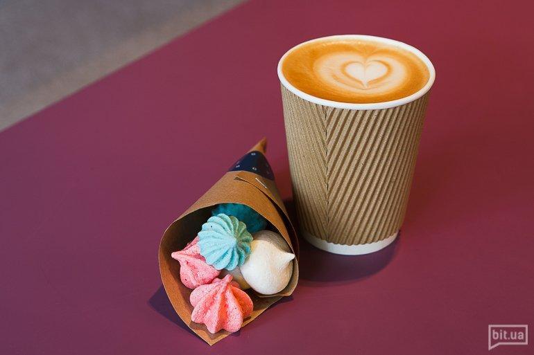 К кофе с собой— цветное безе-драже