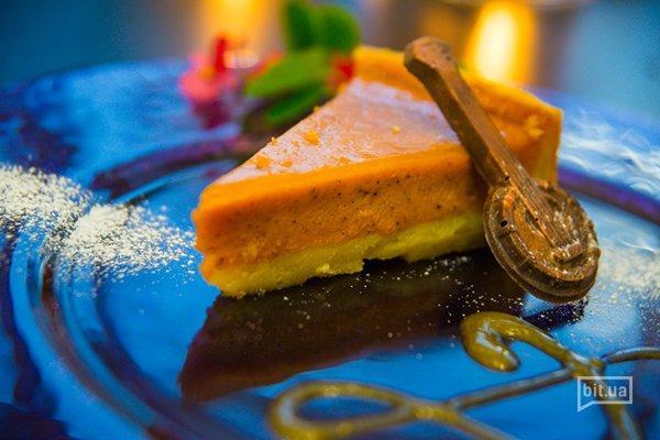 Тыквенный пирог с облепиховым соусом – 65 грн