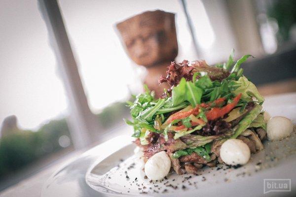 Микс-салат с телятиной (230г) 110 грн