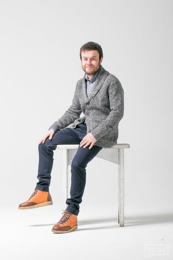 Кардиган Topshop 949<br />Рубашка Zara 699<br />Чинос Zara 799<br />Ботинки Diemme