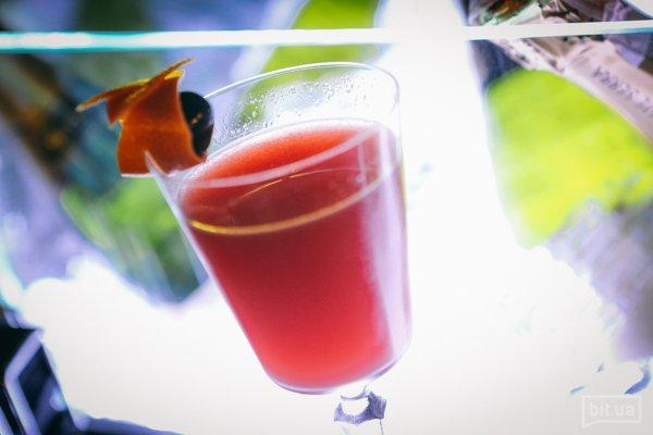 Chaplin (sloe gin, Apricot Brandy, lime & grapefruit juice) 100 ml 89