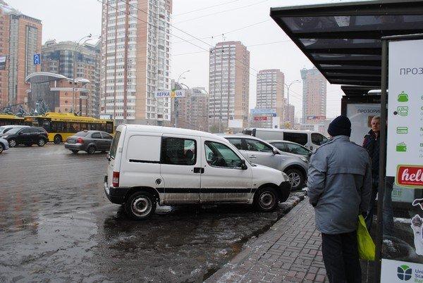 авт остановка Леси Украинки (2)