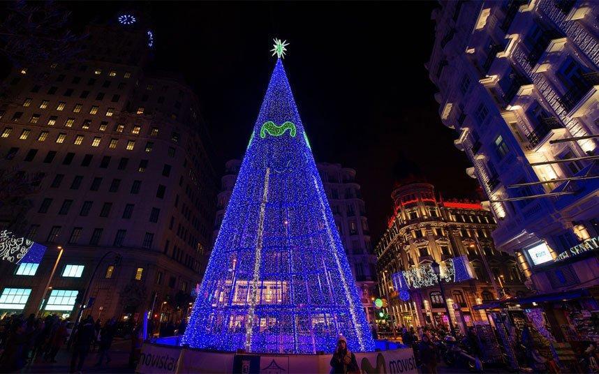 При создании мадридского рождественского дерева были задействованы только энергосберегающие лампочки с технологией LED.