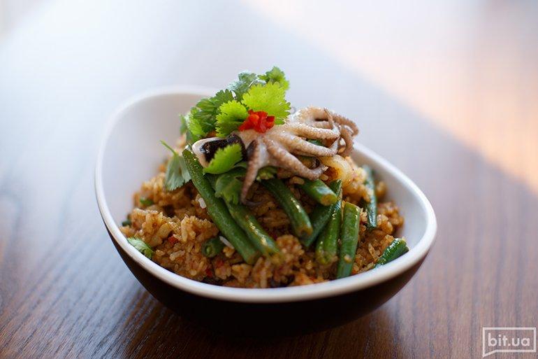 Жареный рис с морепродуктами - 79 грн