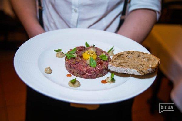 Тартар из телятины и трюфельным соусом - 180 грн