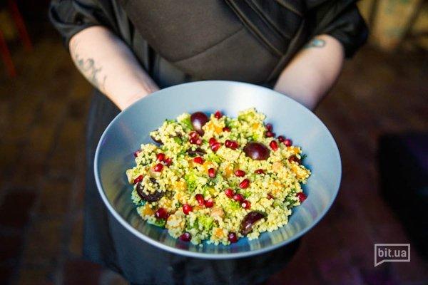 MUST! Зимний салат с пшеном, авокадо, тыквой и фундуком - 85 грн