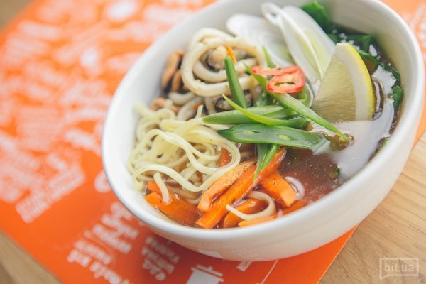 Азиатский суп с морепродуктами и лапшой - 49 грн