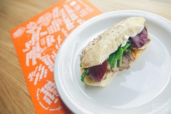 Бутерброд с уткой и соусом из кураги - 45 грн