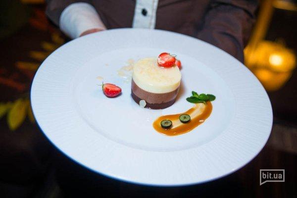 Три шоколада с миндалем  и кокосовым соусом - 150 гр, 90