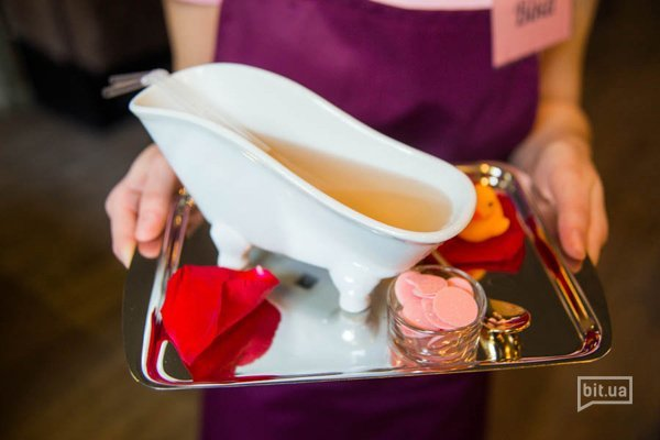 Royal Rose - просекко, джин, розовый джем, биттер - 89 грн