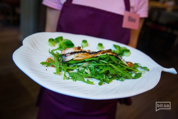 Салат с угрем и соусом кешью - 220 гр, 98 грн