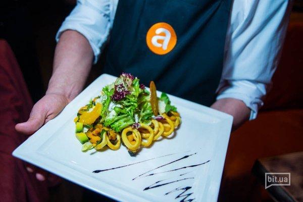 салат Апельсин: рапаны, кальмар, авокадо, салат Айсберг - 230 гр, 149 грн
