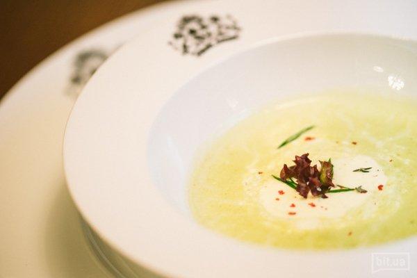 Суп с сыром Стилтон и зеленым горошком