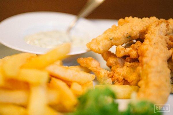 Рыба в кляре с картофелем фри