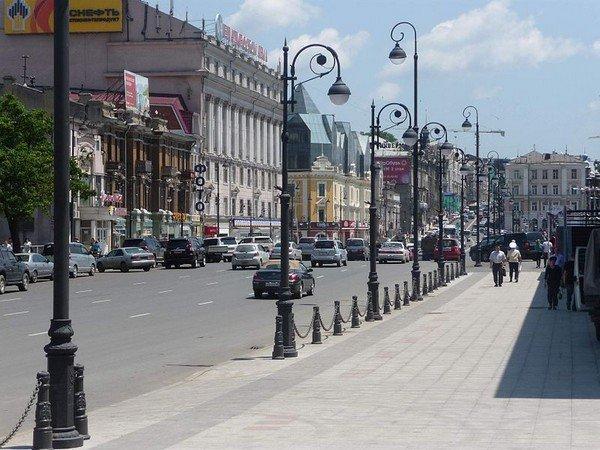 800px-Владивосток,_ул._Светланская,_2011-07-04