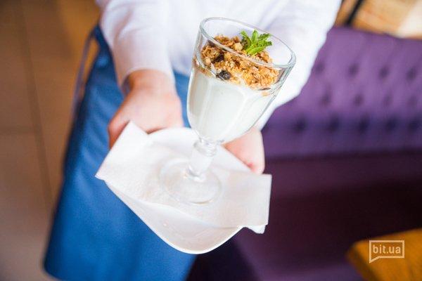 Йогурт с гранолой — 53 грн
