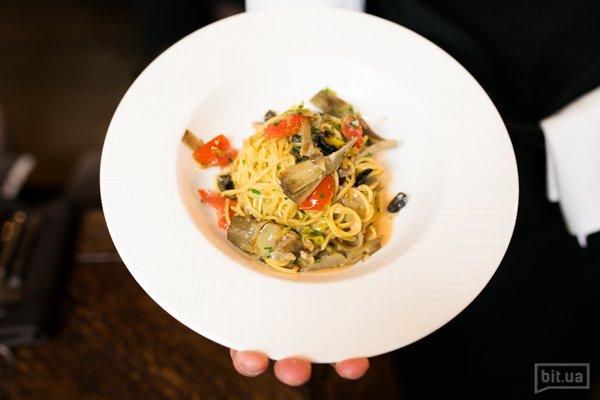 Паста со свежими артишоками, томатами черри и оливками – 260 гр, 185 грн