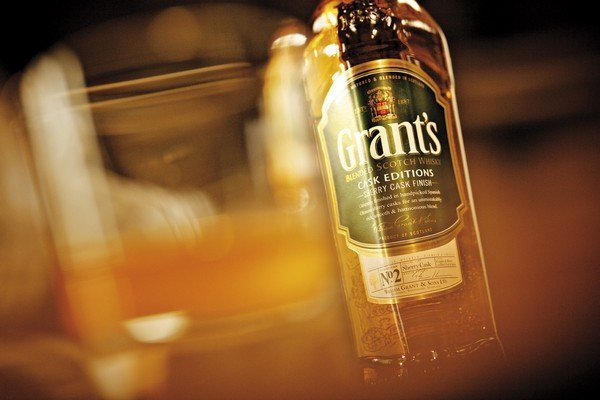 Grant's Cask Editions Sherry Cask Finish with glass