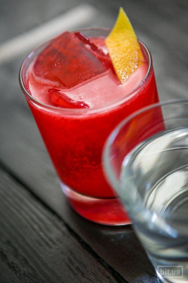 Knickerbocker: малиновое пюре, ром, лимонный сок - 100 грн