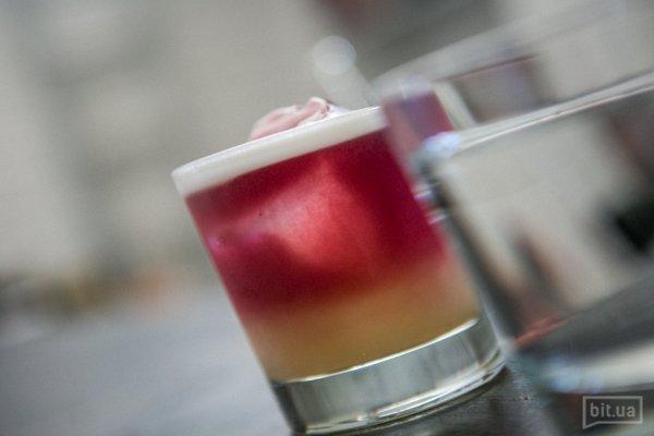 NewYork Sour: виски, лимонный сок, сахарный сироп, красное вино и пенка - 100 грн