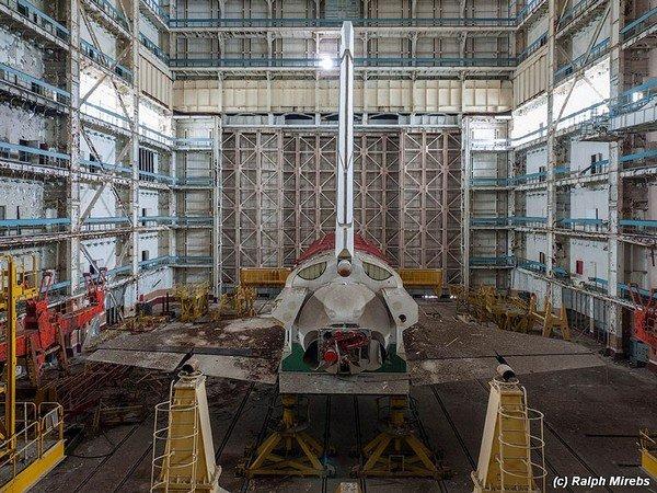 abandoned-soviet-space-shuttle-hangar-buran-baikonur-cosmodrome-kazakhstan-ralph-mirebs-14