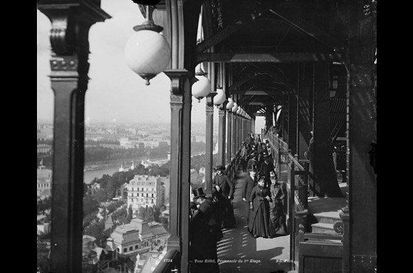 balcony_eiffel